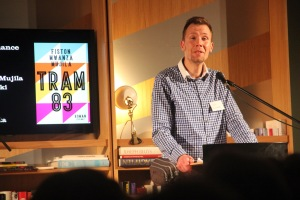 Kurator der Literaturtage, Florian Kniffka, moderiert die Abschlusslesung an.